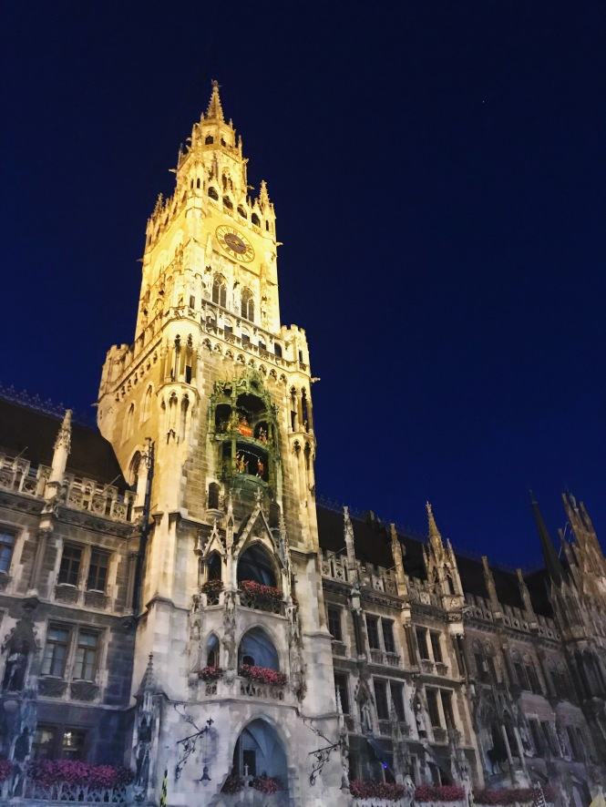 Marienplatz at night